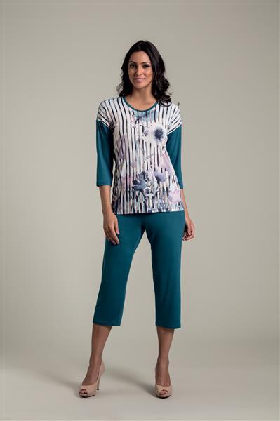 Pijama com capri em microfibra